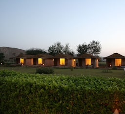 Hotel Dera Village Retreat