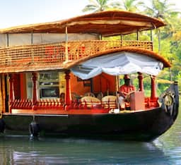 Hotel River and Country Deluxe Houseboat