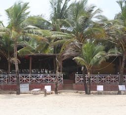 Hotel Furtados Beach House (A Beach Property)