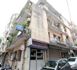 Hotel South Delhi Metro Bed and Breakfast