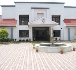 Hotel Charans Club & Resort