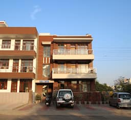 Hotel TG Stays Sector 45
