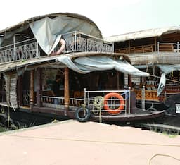 Hotel Lilly Darling House Boat