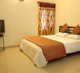 Hotel Radhanand Holiday Home