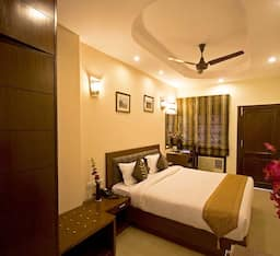 Hotel Red Maple Bed and Breakfast