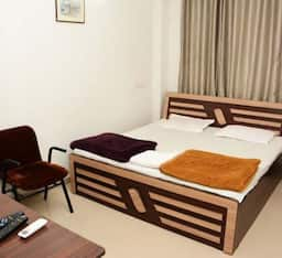 Hotel STAYMATRIX Service Apartment @ 100 feet road(772)