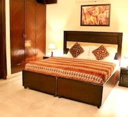 Hotel STAYMATRIX Service Apartment @ Greater Kailash -1(815)