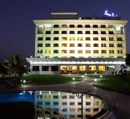 Hotel Sun-n-Sand Serviced Apartments