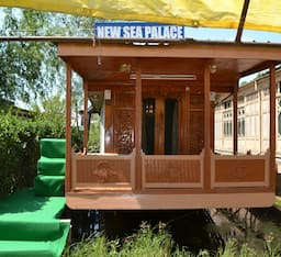 Hotel New Sea Palace Group Of House Boats