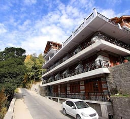 Hotel Hollywood, Manali