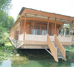 Hotel New Zenith Houseboat