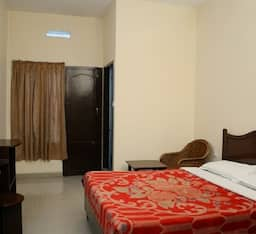 Hotel Jays Tourist Home
