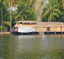 Hotel Spice Routes (House Boat)
