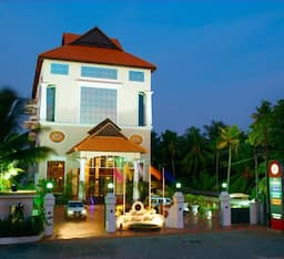 Hotel Regant Lake Village Resort