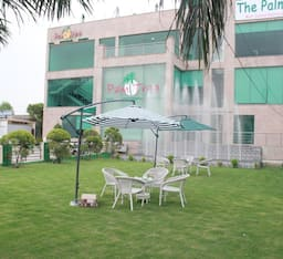 Hotel Treebo Palm Tree