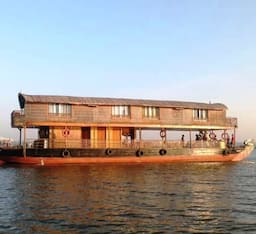 Hotel Proud Mary Houseboat