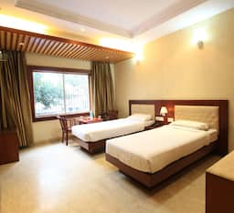 Hotel TG Rooms V I P Road 1