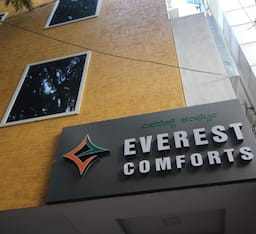 Hotel Everest Comforts