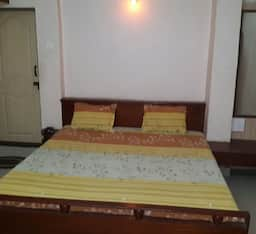 Hotel Poonam Veg Restaurant and Lodging