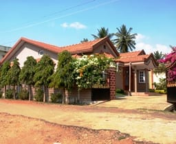 Hotel Shreya Home Stays