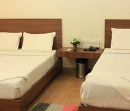 Hotel Triple 4 Residency