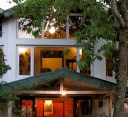 Hotel Two Chimneys - Pura Stays