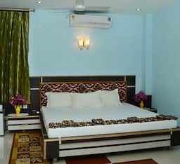Hotel TG Stays AOC Road