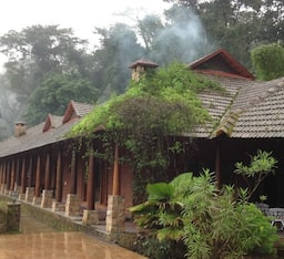 Hotel Captians Bungalow in Coffee Country