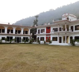 Hotel Palm Holiday Inn Bar and Resort