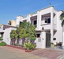 Hotel Sai Home Stay (Bed and Breakfast)
