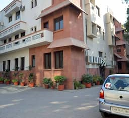 Hotel TG Stays Safdurjung