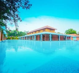 Hotel SAJ Earth Resort (0.5 KMS to Airport)