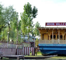 Hotel Moon Valley Houseboat