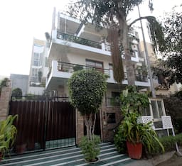Hotel TG Stays Sector 44