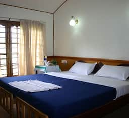 Hotel Puthussery One Bedroom Houseboat