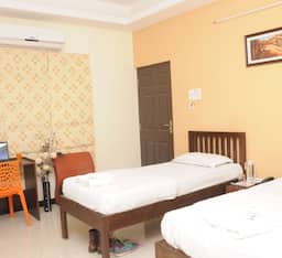 Hotel Orange Inn
