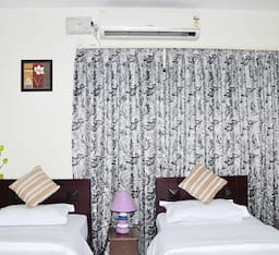 Hotel Dolphhin House
