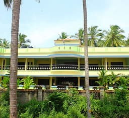 Hotel Sea Breeze Resort & Patanjali Centre
