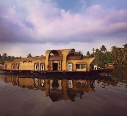 Hotel Lakelands Cruise