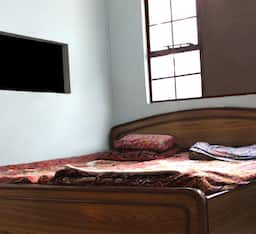 Hotel Ahuja Paying Guest House