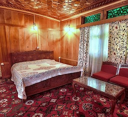 Hotel Queen Houseboat