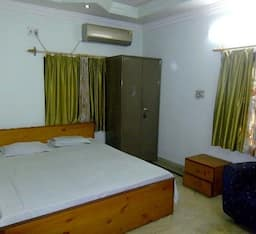 Hotel TG Stays Rajdanga Main Road