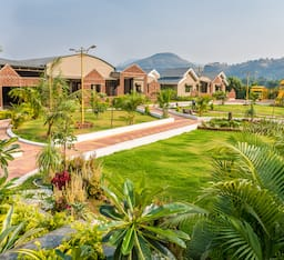 Hotel Saj By The Lake