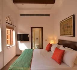 Hotel WelcomHeritage Haveli Dharampura