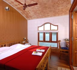 Hotel White Rose Houseboats