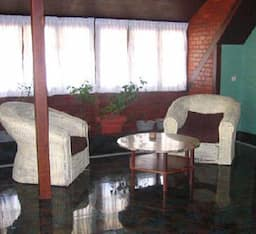 Hotel Eagle Crest homestay