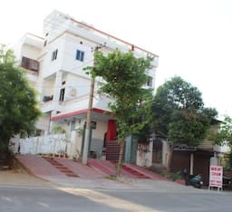 Hotel Vaikunth Dham Guest House