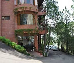 Hotel Pine Drive Resort