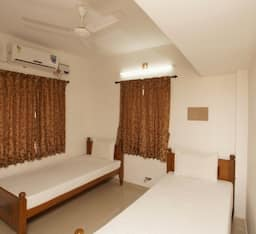 Hotel Apple Door Service Apartment