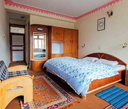 Hotel Snow Lion, Kaza